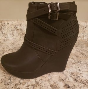 Jasmin Black Platform Wedges